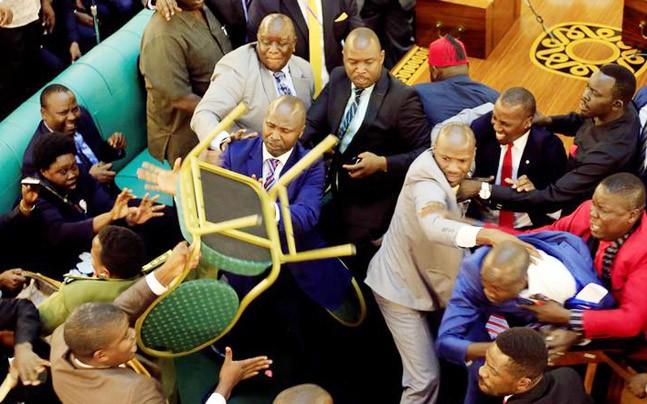 Pugilat au parlement d'Ouganda