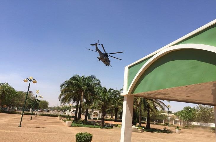 L'ambassadeur de France aurait été exfiltré par hélicoptère